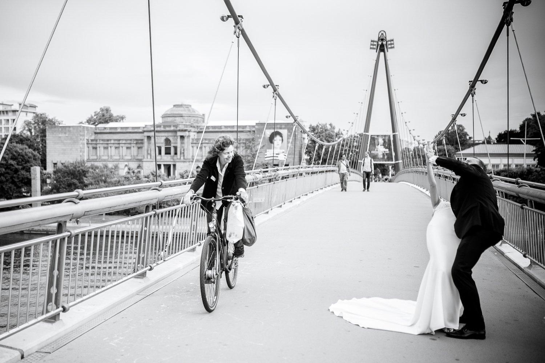 Brautpaarshooting Frankfurt, heiraten in Zürich, Hochzeitsfotograf für eure Stadthochzeit in der Mainmetropole