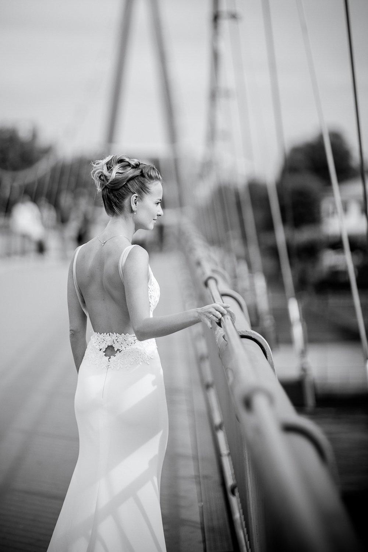 Brautstyling Frankfurt, Hochzeitsfotograf Schloß Vollrads, Hochzeitskleid