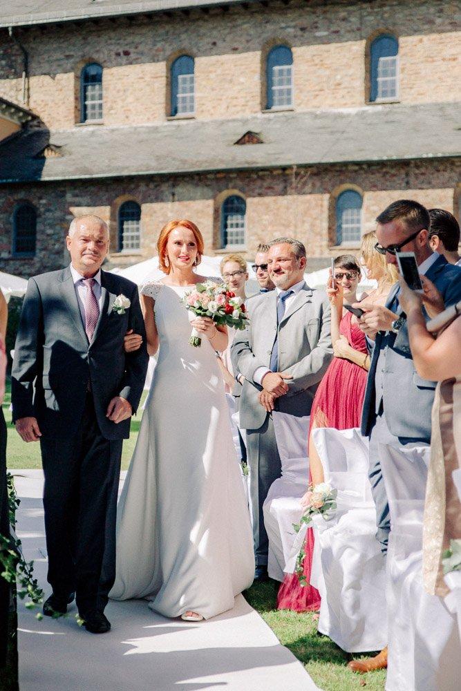 Emotionale Hochzeitsfotos Schloss Vollrads, Hochzeitsfotograf Wiesbaden, Heiraten in Frankfurt und Umgebung