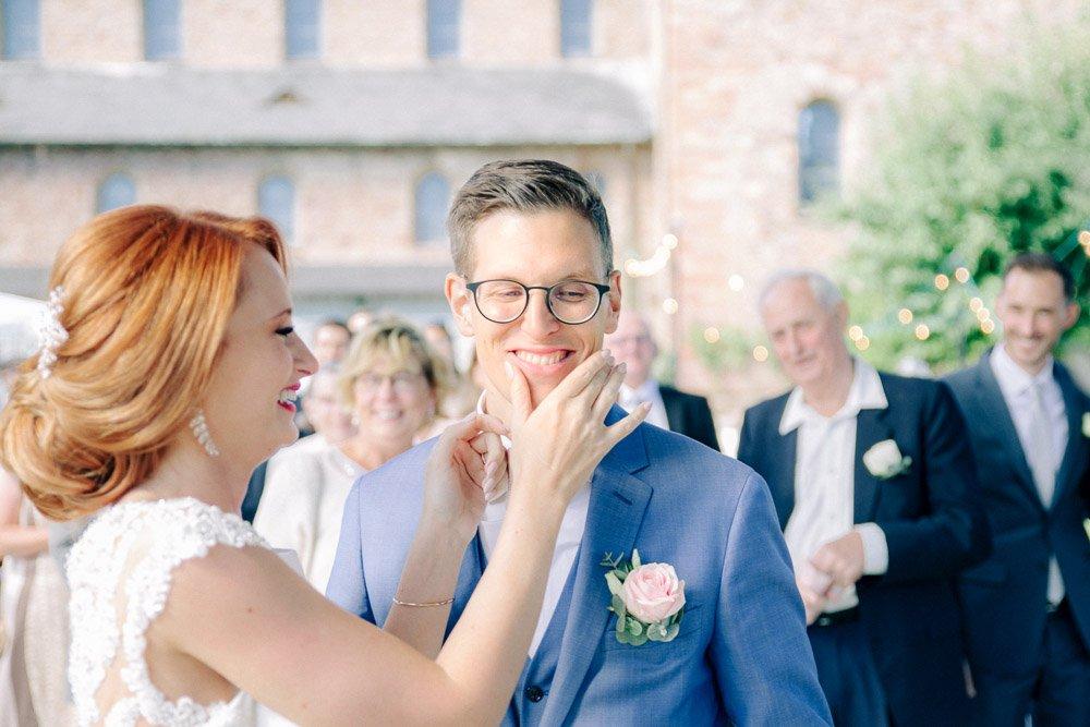 Hochzeitsfotograf Frankfurt, emotionale Reportage im Schloss Johannisberg, Hochzeitsfeier in Wiesbaden