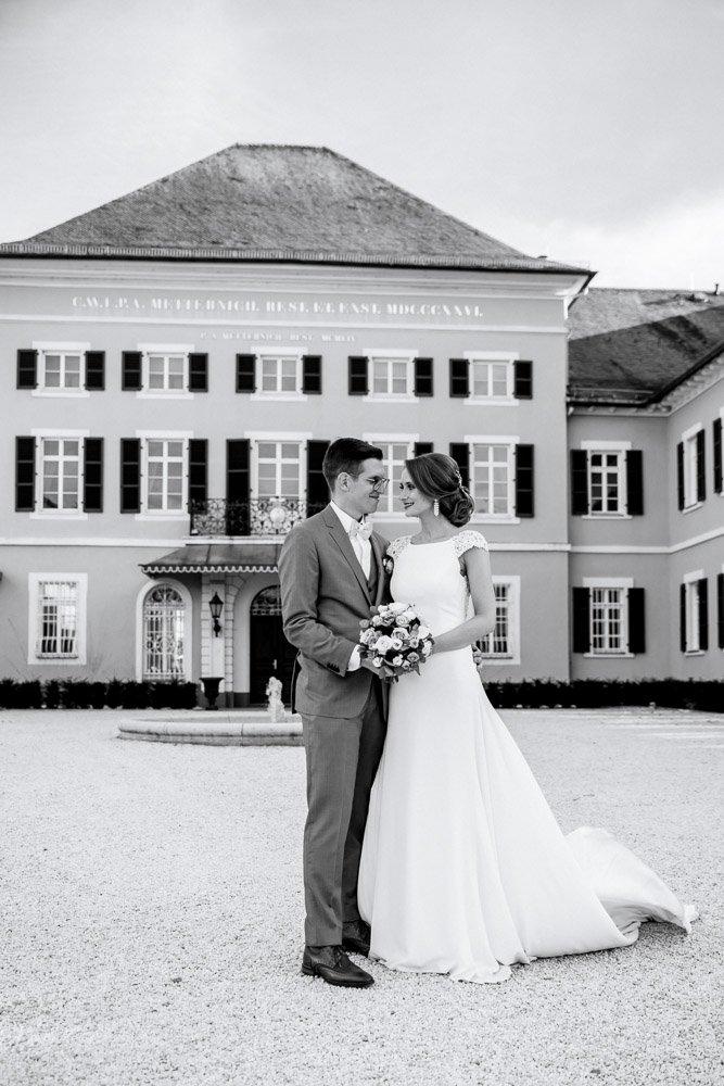 Heiraten im Schloß Johannisberg in Wiesbaden, Freie Trauung in Weinbergen in Rheingau, Hochzeitsfotograf aus Frankfurt