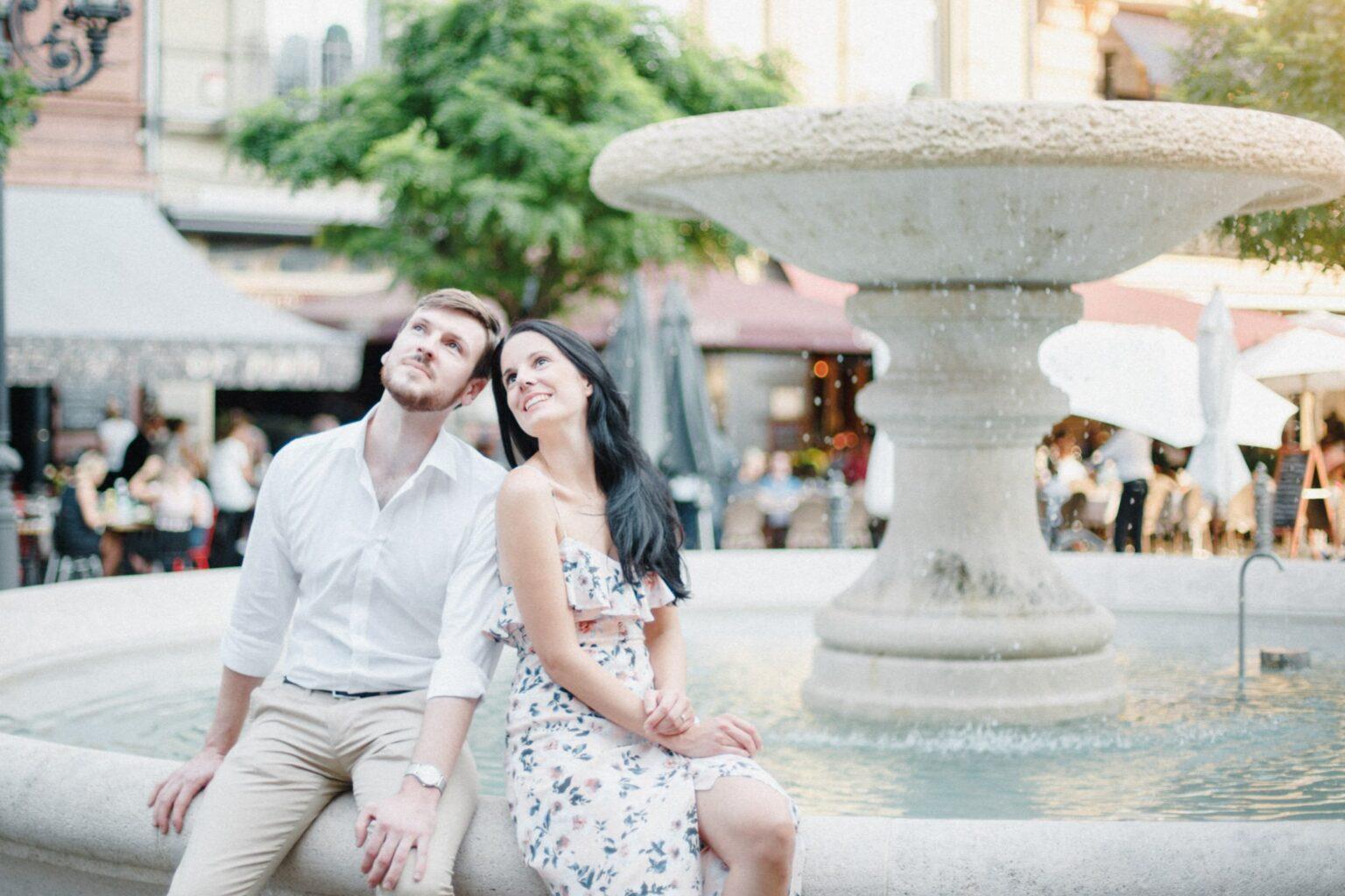 Fotograf für Verlobung Zürich, Hochzeitsfotograf Basel, Engagementshooting an der Alten Oper in Frankfurt