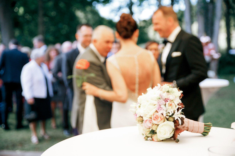 Hochzeitsfotograf Wiesbaden, Sektempfang in der Hochzeitslocation Villa im Tal, Heiraten in Frankfurt