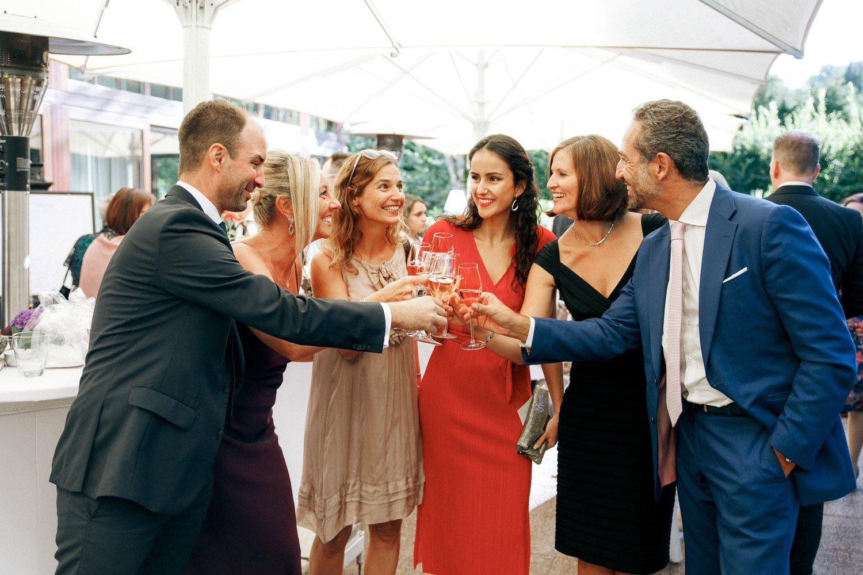 Hochzeitsfotograf Wiesbaden, Sektempfang in Villa im Tal, Heiraten in Frankfurt