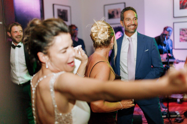 Hochzeitsfotograf Frankfurt, Party am Abend in der Villa im Tal, Hochzeitsband Urban Club