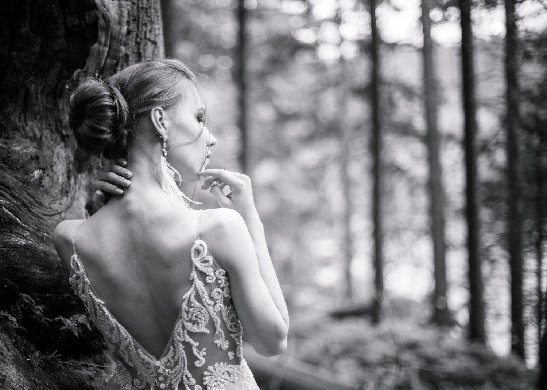 Hochzeitsfotograf Frankfurt, Brautpaarportraits im Wald, Heiraten im Schloss