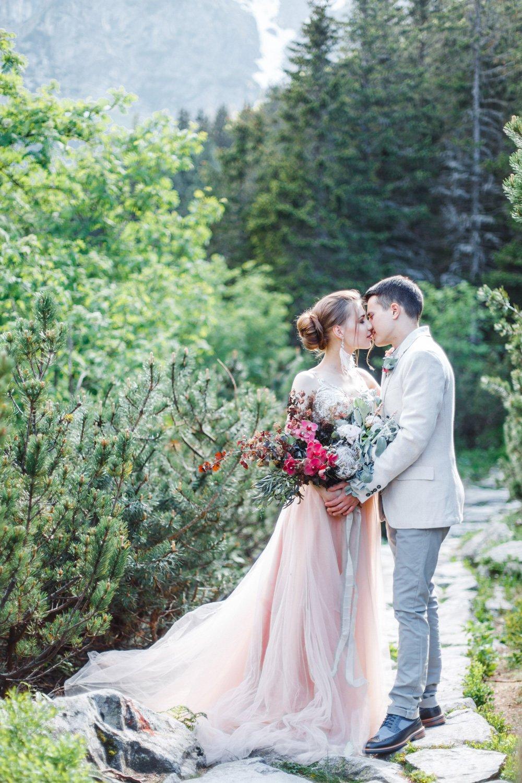 Hochzeitsfotograf Italien, Hochzeitsplanung Lago di Braies, Paarfotos während der freien Trauung am Pragser Wildsee