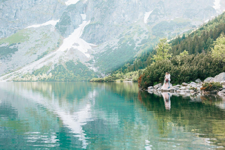 Paarfotos Pragser Wildsee, Heiraten in Italien am Lago Maggiore, Hochzeitsfotograf Lago di Braies