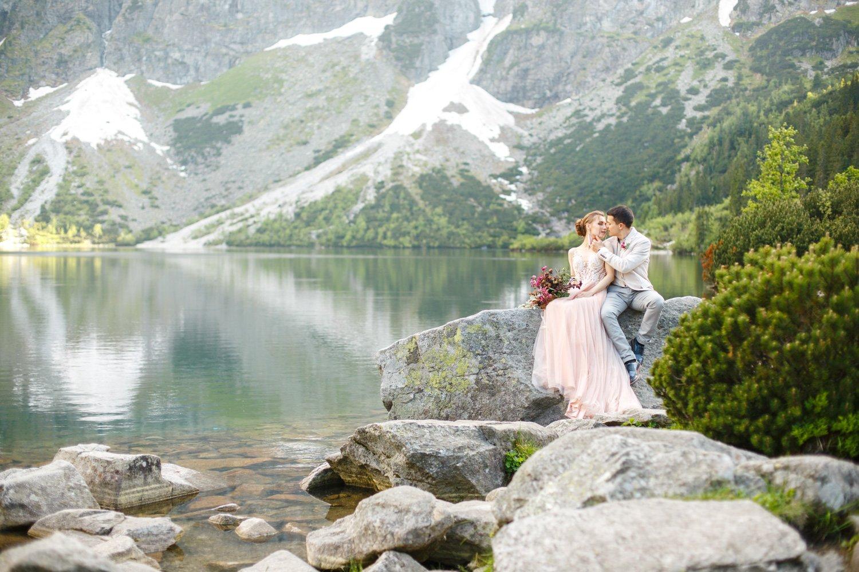 Paarfotos Pragser Wildsee, Heiraten zu zweit in Italien, Hochzeitsfotograf Lago di Braies