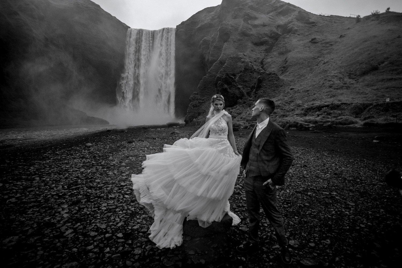 Hochzeitsfotos Island, Vyk i Mirdal, Elopement Waterfall