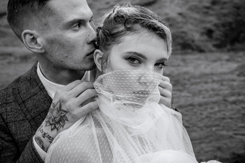 Hochzeitsfotos im Regen, Heiraten in den Bergen, Fotograf Frankfurt
