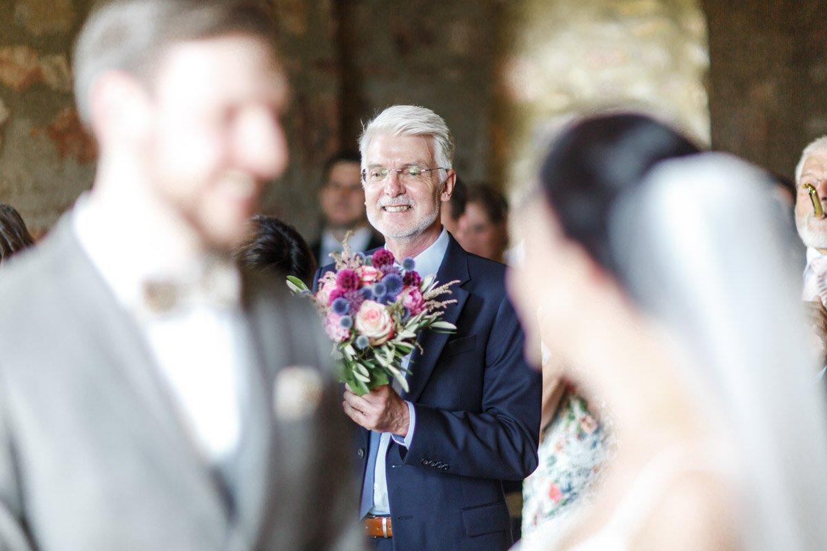Hochzeitsfotograf Schloss Platte, Brautvater auf der Hochzeit, heiraten in Rheingau