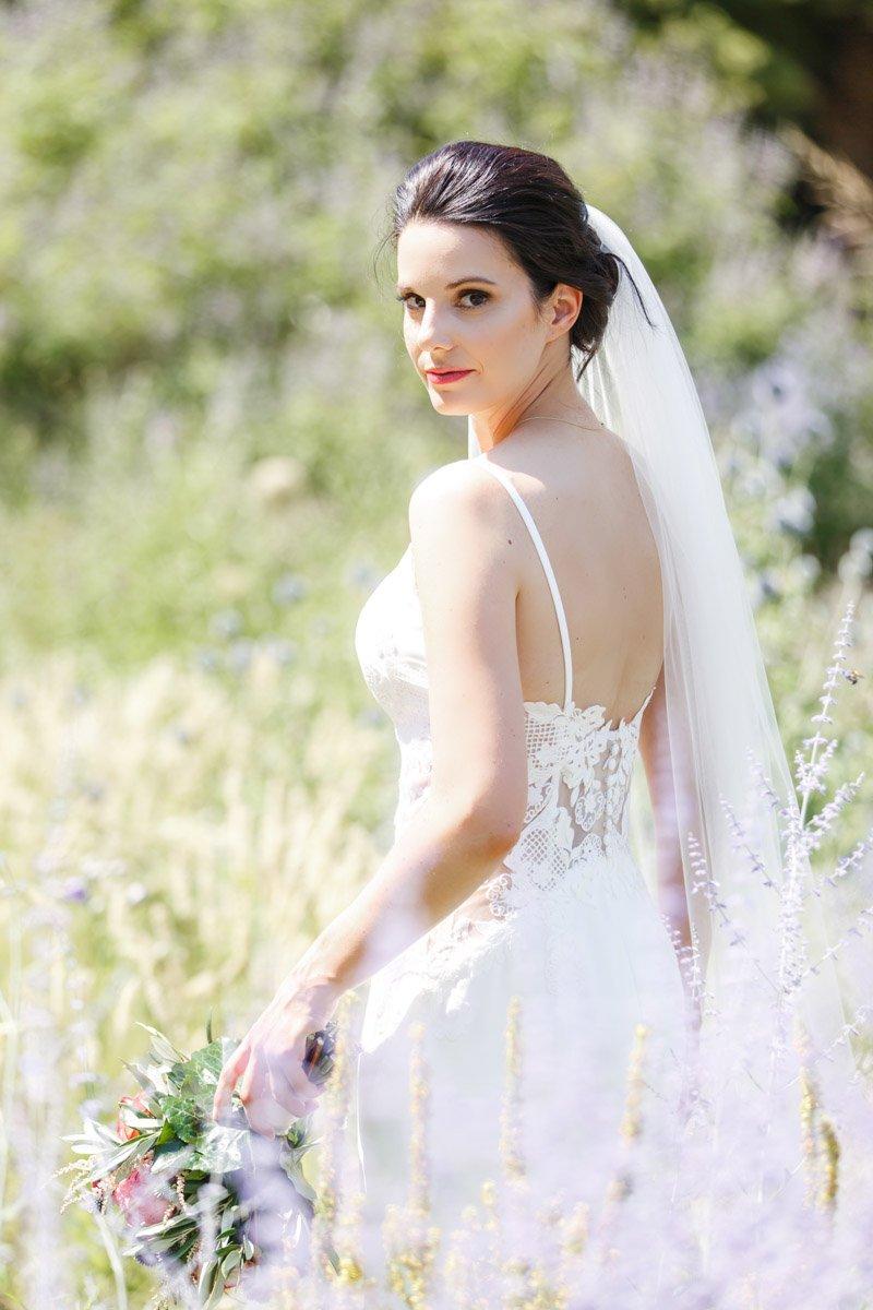 Hochzeitsfotograf Bad Homburg, Braut im Brautkleid von Pronovais, Heiraten im Rheingau