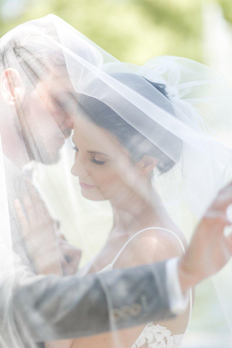 Hochzeitsfotograf Bad Nauheim, romantisches Brautpaarshooting im Grünen, Heiraten im Rheingau